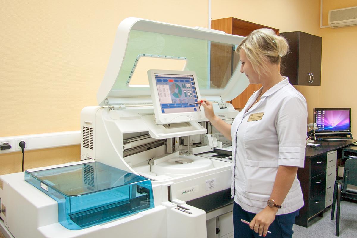 В клинико-диагностической лаборатории